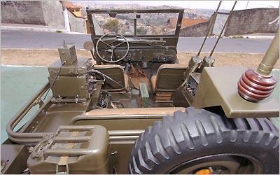 O encaixe da metralhadora é fixado no chassi e originalidade garante placa preta -
