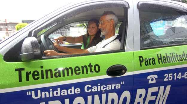 Andr� Oliveira est� habilitado h� seis anos, mas tinha pavor de dirigir na rua - Fotos: Jair Amaral/EM/D.A PRESS