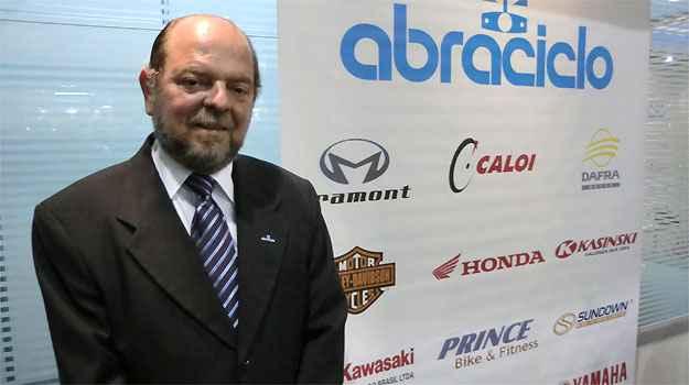 Moacyr Paes, diretor da Abraciclo. Otimismo no mercado de motos - Téo Mascarenhas/EM/D.A PRESS