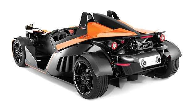 A carroceria é em fibra de carbono, kevlar e alumínio -