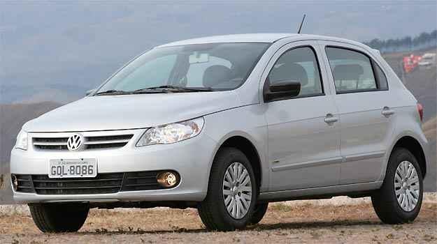 VW Gol � o carro mais vendido no pa�s, mas comprar vers�o de entrada com ABS e airbag � dif�cil (Fotos: Marlos Ney Vidal/EM/D.A PRESS)