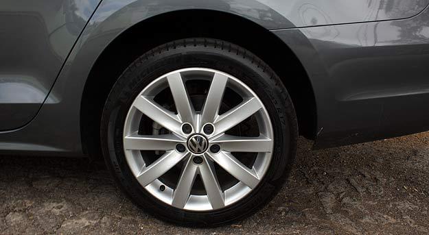 Rodas de liga aro 17 e pneus de perfil baixo estão na moda -  Marlos Ney Vidal/EM/D. A Press