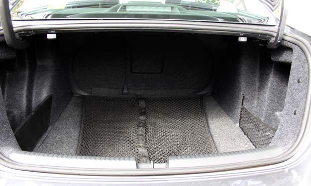 Aferi��o do porta-malas confirma o declarado pela fabricante -  Marlos Ney Vidal/EM/D. A Press