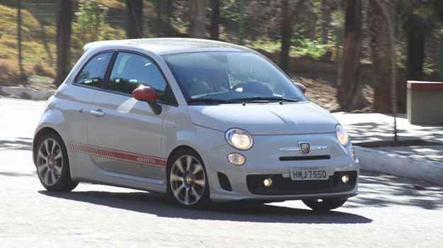 Suspens�o endurecida e pneus de perfil baixo deixam carro grudado no ch�o (Marlos Ney Vidal/EM/DA Press)