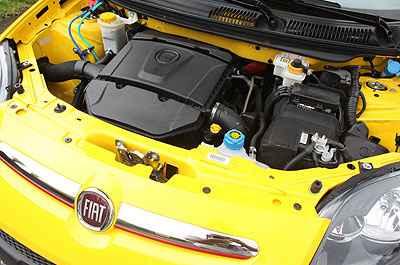 Motor 1.6 � de bom tamanho e carro chega aos 100km/h em cerca de 10 segundos (Marlos Ney Vidal/EM/D.A Press)