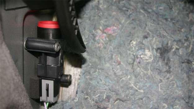 O FPS da Ford � vermelho, mas localiz�-lo embaixo do forro requer muita paci�ncia - Paulo Henrique Vivas/Esp. para o EM/D.A Press