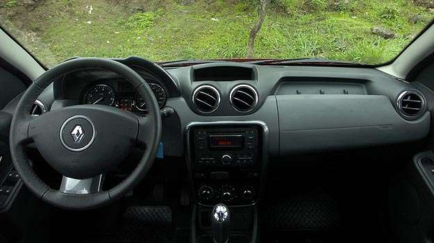 Interior tem acabamento razo�vel e pega do volante n�o � boa ( Gladyston Rodrigues/EM/D.A Press)