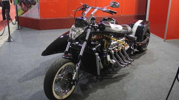 A moto mais potente na terceira edição do Motofair é na verdade uma mistura e vários modelos de motocicletas e automóveis - Marcello Oliveira/EM/DA Press