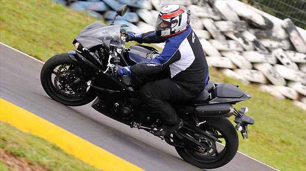O controle de tração permite modular o tipo de pilotagem - Fotos: Yamaha/Divulgação