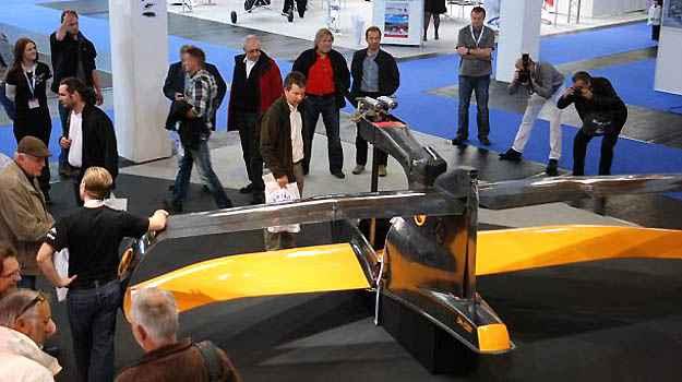 FlyNano em exposição em feira de aviação na Alemanha, em 2011