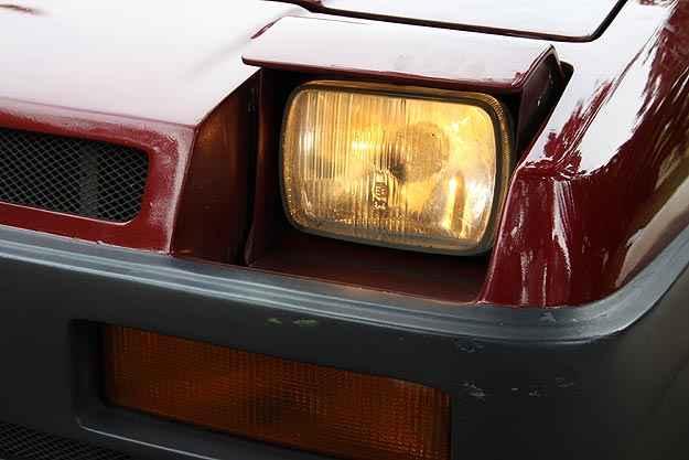 Detalhe interessante são os faróis escamoteáveis, que foram herdados do Fiat 147 - Marlos Ney Vidal/EM/D.A. Press