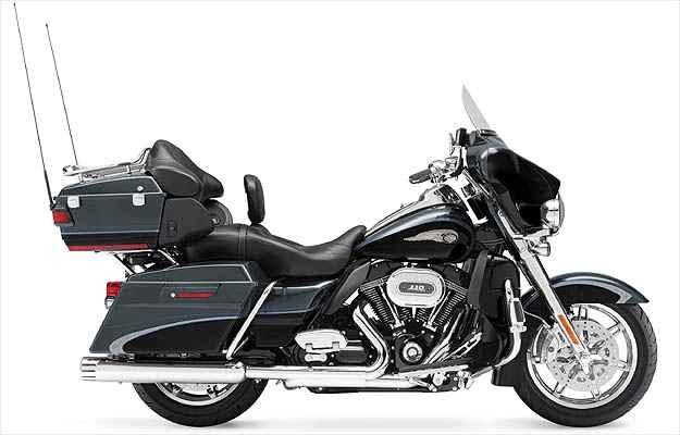 Com malas laterais e central e sistema de som, a Electra Glide Ultra Limitd encara grande distâncias -  Harley-Davidson 2011/Divulgacao