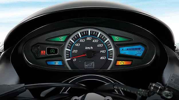 Painel tem o velocímetro analógico, porém falta relógio de horas - Honda/Divulgação