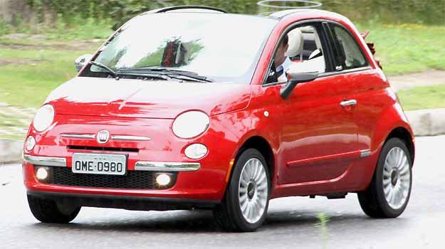 Capota de lona resgata nostalgia do Fiat 500 Cabrio