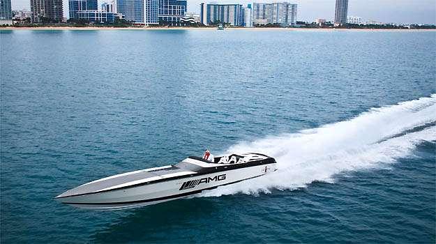 Barco el�trico produz 2221cv e atinge uma velocidade m�xima de 160km/h -