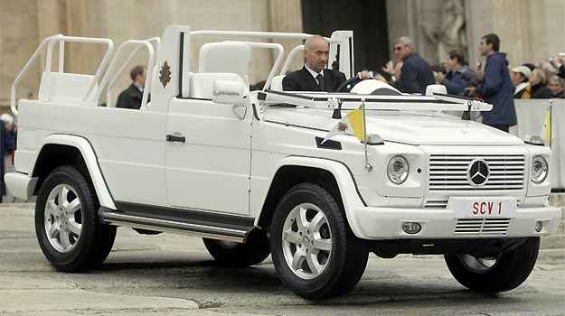 Mercedes-Benz G 500 Papamovel, usado por Joo Paulo II e Bento XVI em aparies na Praa de So Pedro (Mercedes-Benz/Divulgao)