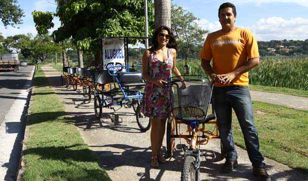 Sormnia e Rodrigo pretendem ampliar a frota de bikes (Rodrigo Clemente/EM/D.A Press)