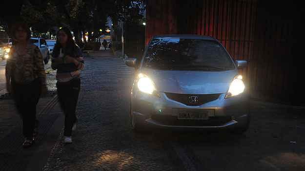 Carro estacionado sobre o passeio na Rua Rio Grande do Norte (Cristina Horta/EM/D.A Press)