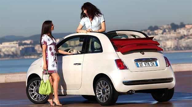Capota retr�til do Fiat 500 confere charme especial ao modelo (Fiat/Divulga��o)