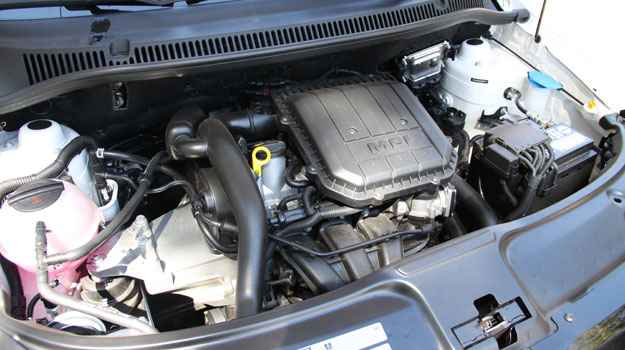 Moderno motor de tr�s cilindros transformou o hatch em um carro muito mais esperto - Marlos Ney Vidal/EM/D.A Press