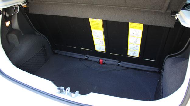 Porta-malas de 260 litros tem espa�o suficiente para uma fam�lia pequena - Marlos Ney Vidal/EM/D.A Press