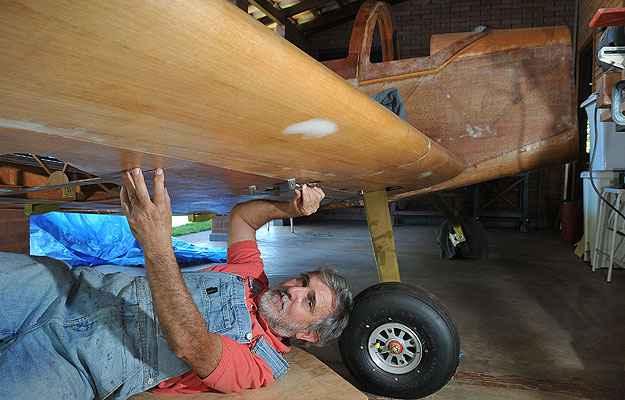 Para muitos amigos, foi uma loucura Jorge Canto se dedicar à construção do Whisky IV, todo em madeira de freijó e compensado aeronáutico  (Marcelo Ferreira/CB/D.A Press)