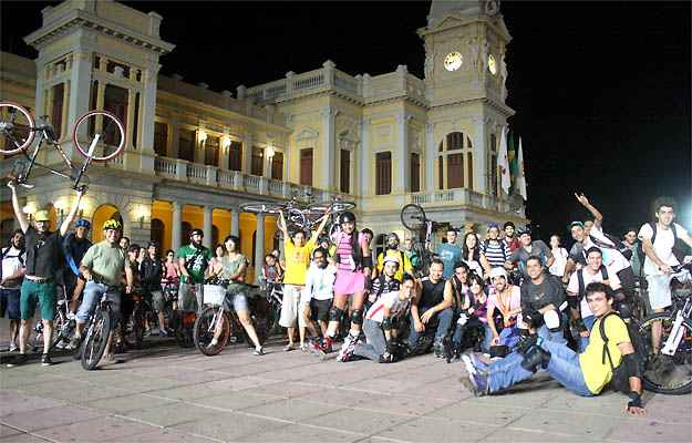 Massa Crítica BH se reúne uma vez por mês na Praça da Estação (Marcello Oliveira/EM/D.A PRESS)