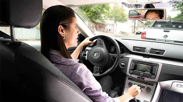Carro que estaciona sozinho ajuda quem tem dificuldades na baliza?