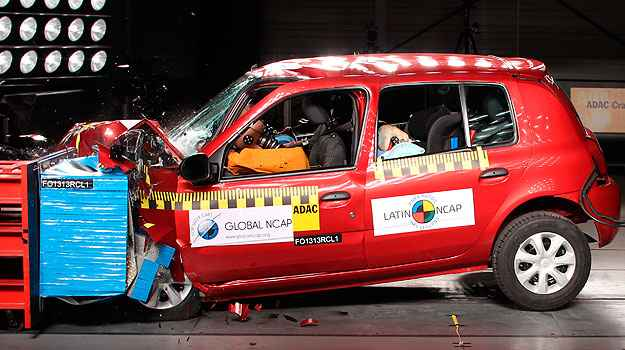 Renault Clio sem airbags: nota zero em crash test do LatinNcap (LatinNCAP/divulga��o)