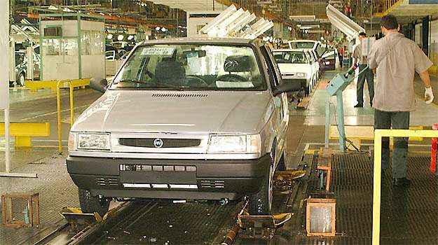 Mille Fire foi lan�ado em 2001. Foto mostra linha de montagem do modelo, em Betim, em 2003 - Euler Junior/EM/D.A PRESS
