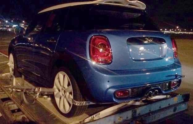 Mini com cinco portas foi flagrado em cima de uma ca�amba (newminiclub.nl/divulga��o)