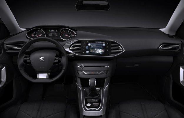 Na parte interior se destaca o sistema multim�dia integrado ao painel (Peugeot/divulga��o)