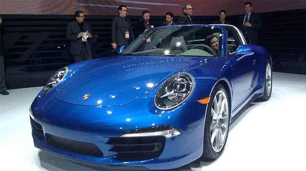 PORSCHE 911 TARGA A Porsche n�o podia ficar de fora da festa. O 911 Targa � sua vedete em Detroit. O modelo vem equipado com propulsor 3.4 de 350cv ou 3.8 de 400cv na vers�o 4S (Marcus Celestino/EM/D.A PRESS)