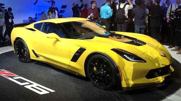 CHEVROLET CORVETTE Z06 O Corvette Stingray ganhou vers�o mais poderosa. O Z06 tem motor de 625cv de pot�ncia e 88kgfm de torque e pode vir com transmiss�o manual de sete ou autom�tica de oito velocidades. Vale lembrar: o Corvette deve dar as caras por aqui (Marcus Celestino/EM/D.A PRESS)
