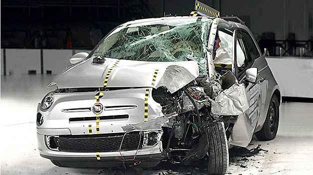 Fiat 500 e Honda Fit tomam 'bomba' em teste de seguran�a