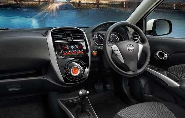 No interior, o carro traz novo volante, novo console e central multim�dia (Nissan/divulga��o)