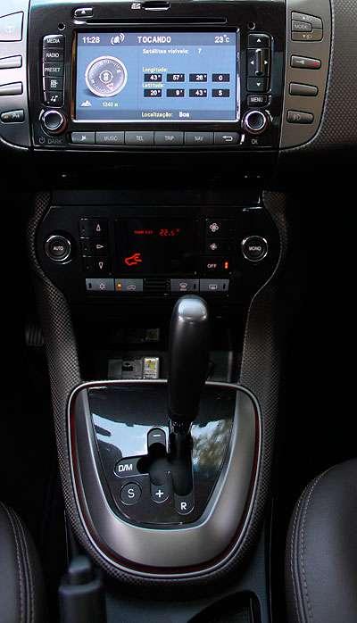 ... enquanto o automatizado mant�m a embreagem, que n�o � acionada pelo pedal (Marlos Ney Vidal/EM/D.A Press - 04/09/12)