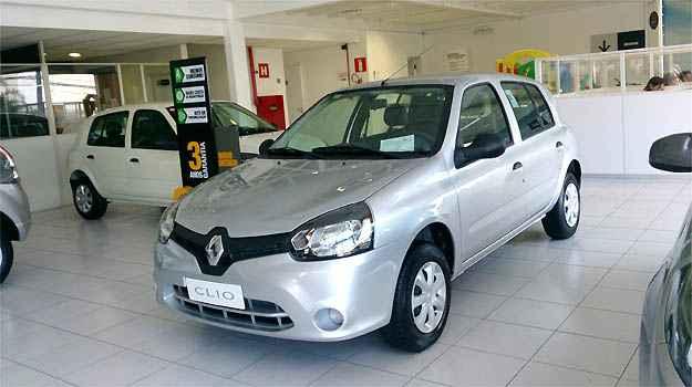 Renault Valence ainda tem 44 unidades do Clio. Sem airbag e ABS, ele � vendido por a partir de R$ 23.990 - Marcello Oliveira/EM/D.A PRESS