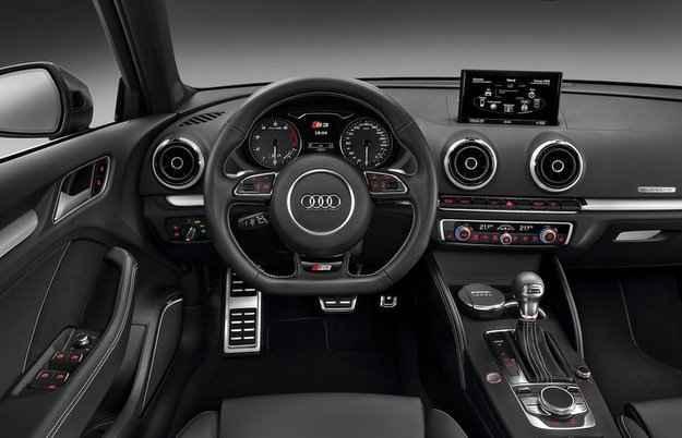 No interior, o S3 possui volante multifuncional e sistema multim�dia com GPS - Audi/Divulga��o