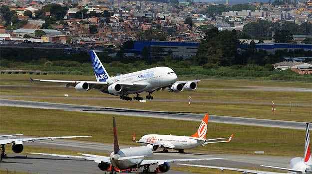 Teste do Airbus A380 realizado no Aeroporto de Guarulhos em 2012 (H. Gousse/ Divulgacao )