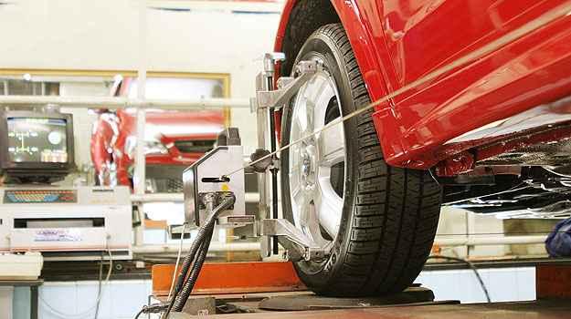 O alinhamento da dire��o e o balanceamento das rodas ajudam a preservar os pneus (Eduardo Rocha/RR - 08/03/04)