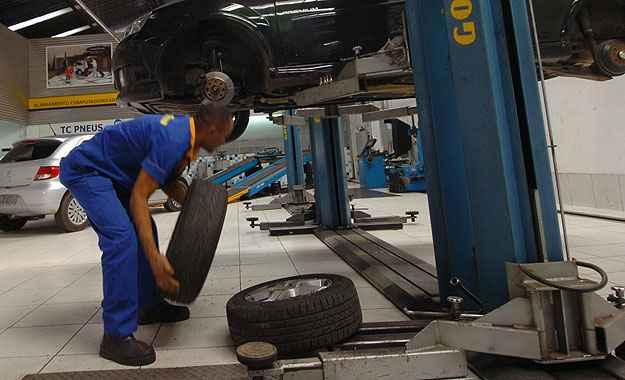 Aqueles que acham que rod�zio s� existe em churrascarias ou pizzarias, a falta desse tamb�m contribui no processo de detona��o dos pneus (Jair Amaral/EM/D.A Press -  14/06/2011 )