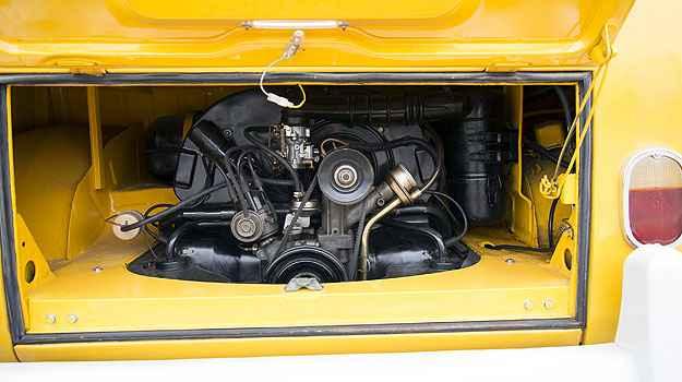 Motor foi desmontado e teve pe�as repintadas uma por uma (Thiago Ventura/EM/D.A Press)