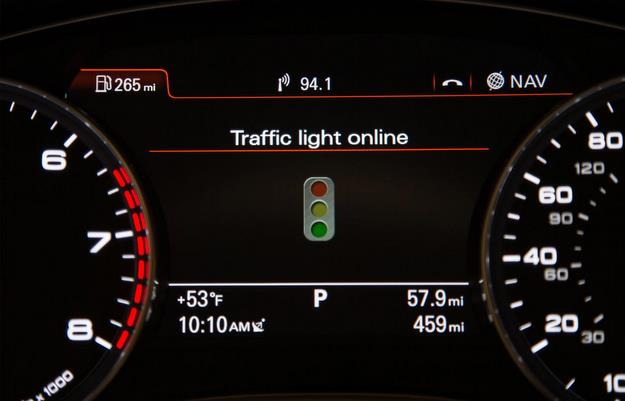 Veículo é integrado aos semáforos que recebe informações no painel - Audi/divulgação