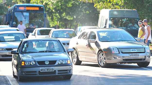 No s�bado, cerca de 200 donos de carros fizeram manifesta��o pedindo mudan�as na legisla��o - Alexandre Guzanshe/EM/D.A Press