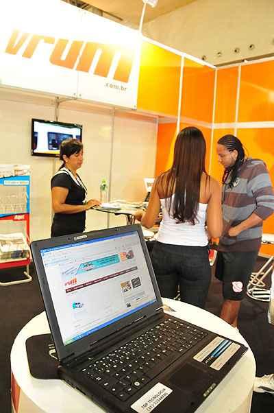 Pelo vrum.com.br/acelera e pelos classificados do Estado de Minas o cliente encontra um bom seminovo (Marcos Vieira/EM/D.A Press - 31/3/11 )