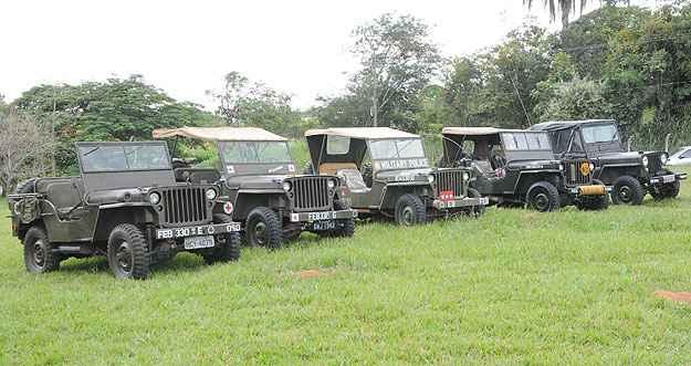Veículos ficaram perfilados 4ª Companhia de Comunicações Leve do Exército, na Região da Pampulha - Beto Novaes/EM/D.A Press