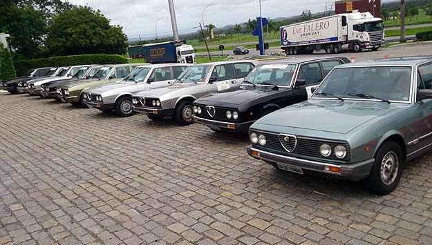 Sete modelos 2300 v�o percorrer todos os 2.300 km da viagem - T�lio Silva/Alfa Romeo Clube MG/Divulga��o