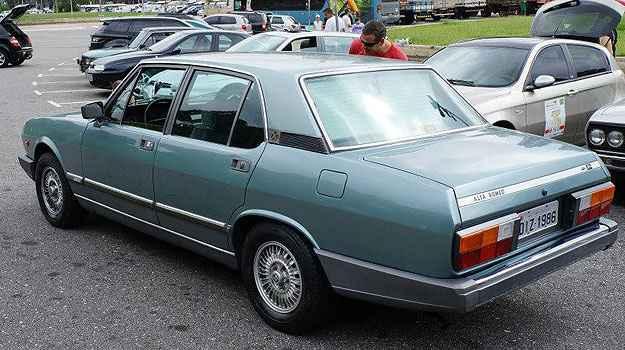 Este Alfa Romeo 1986 foi adquirido por um colecionador su��o que participa da viagem e vai lev�-lo para a Europa - T�lio Silva/Alfa Romeo Clube MG/Divulga��o