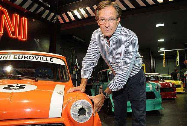 Criador da r�plica, Vinicius Leite Pimentel quer produzir cerca de 12 ve�culos de corrida at� o come�o da temporada (Marcos Vieira/EM/D.A Press)